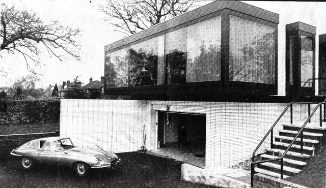 george_best_1971_outside_with_car