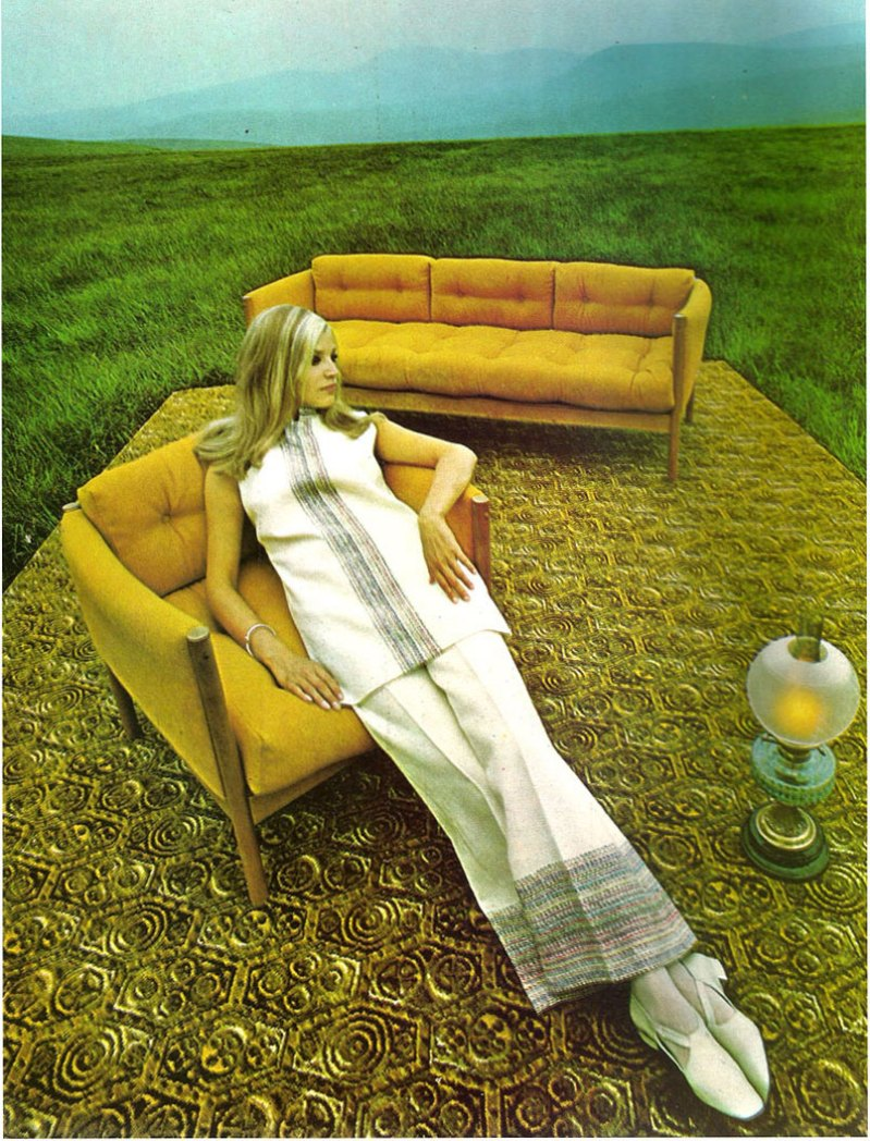 jersey-dress-glen-abbey-carpet-by-youghal-suite-William-Walsh-1969
