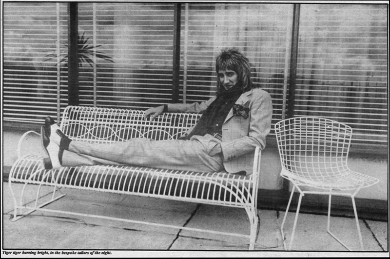 rod-stewart-on-bench-dublin-1975